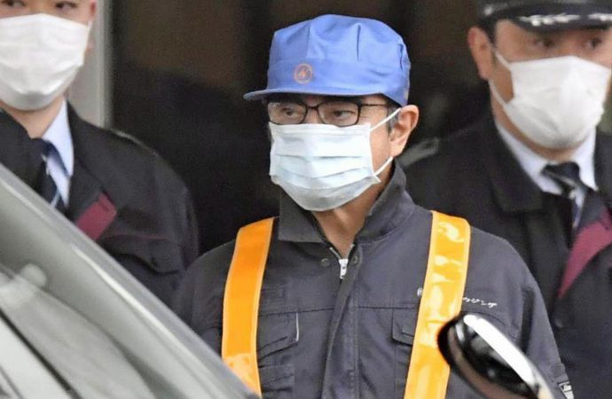 Disguised Carlos Ghosn leaves detention after posting bail of one billion yen