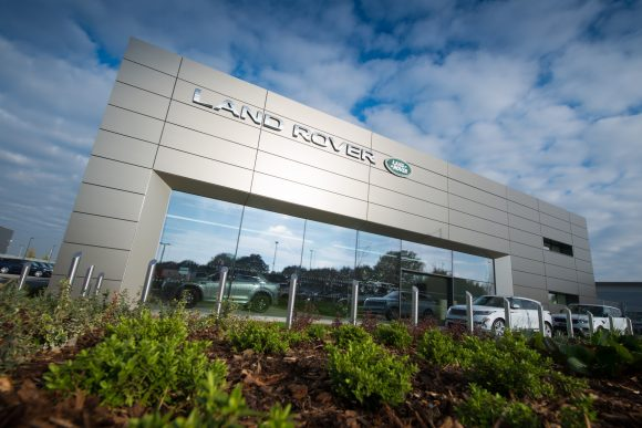 colchester land rover dealership caps off successful first year with award car dealer magazine. Black Bedroom Furniture Sets. Home Design Ideas