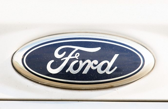 Ford said to be cutting hundreds of UK jobs