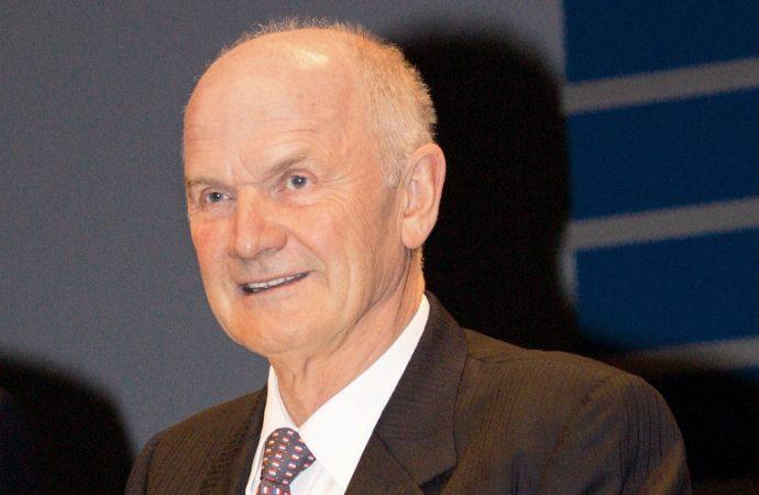 Former Volkswagen boss Ferdinand Piech dies at 82