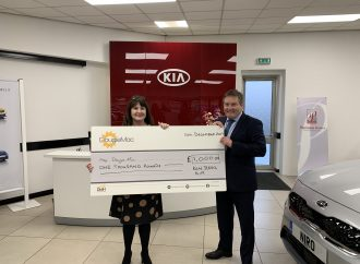 Ken Jervis Kia donates £2,000 to hospice charities