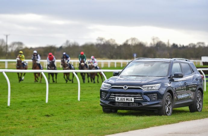 SsangYong York saddles up for sponsorship deal with Wetherby Racecourse